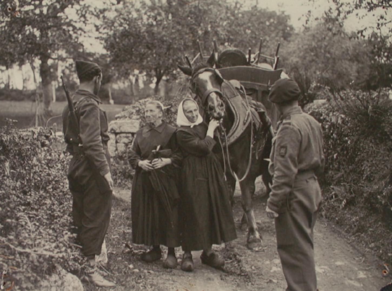 """Sur le """"front"""" d'Etel, septembre 1944. Musée de Bretagne: 990.0032.837."""