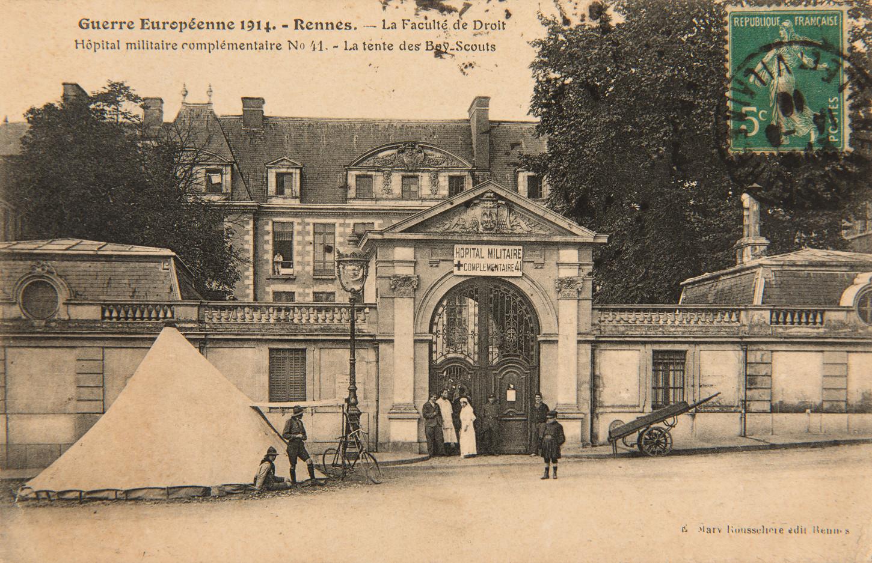 Carte postale: la faculté de droit de Rennes transformée en hôpital complémentaire n°41. Musée de Bretagne: 2005.0011.144.