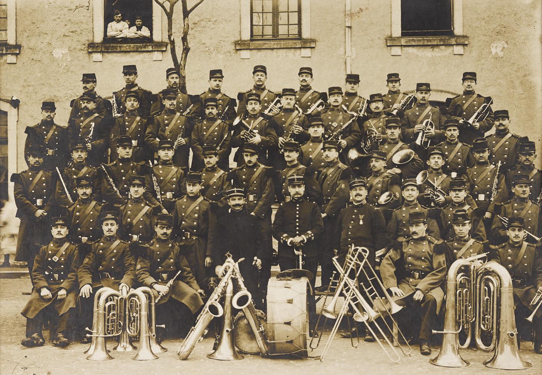 Musique du 70e régiment d'infanterie de Vitré. Cliché datant d'avant la Première Guerre mondiale. Musée de Bretagne: 988.0021.37.