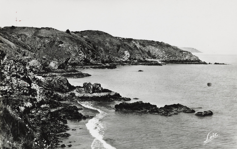La plage Bonaparte à Plouha, port d'embarquement des aviateurs exfiltrés par Shelburn. Musée de Bretagne: 970.0049.8391.2.