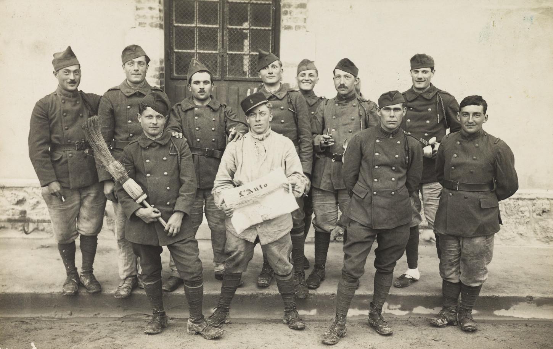 Groupe de militaires, sans lieu ni date. Musée de Bretagne: 999.0022.27.