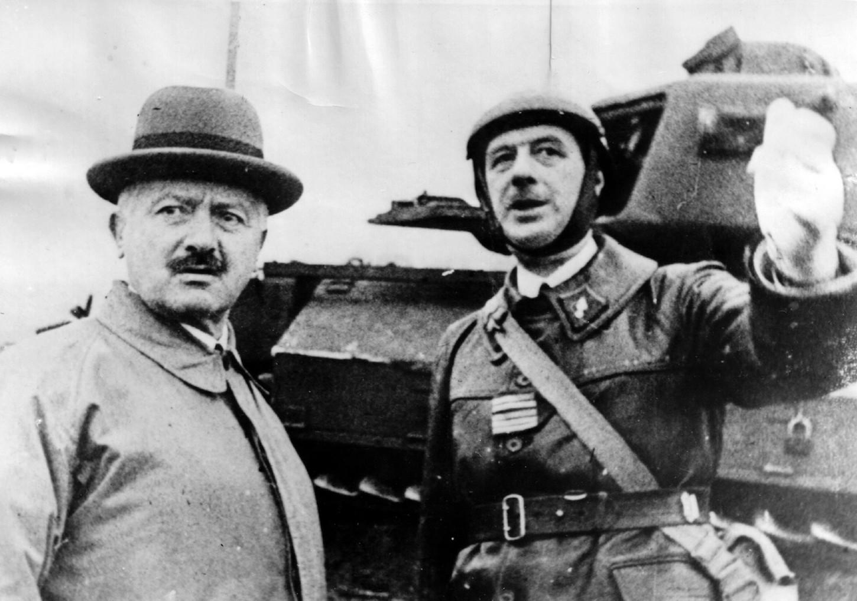 Le colonel Charles de Gaulle présente au président de la République Albert Lebrun l'unité de chars qu'il commande au sein de la 5e armée sise en Moselle (Goetzenbruck, 23 octobre 1939). Wikicommons.