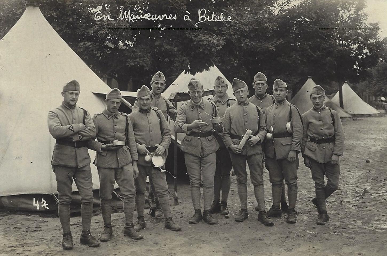 Lors de manœuvres en 1930.Carte postale-photo. Collection particulière.