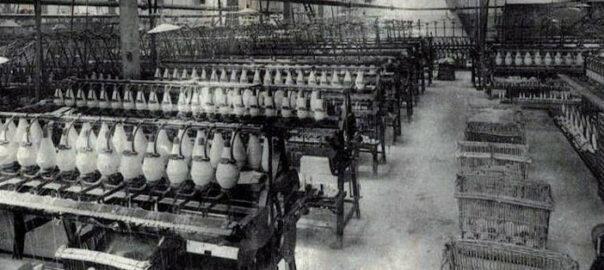"""""""La Bonneterie troyenne, intérieur d'usine moderne"""" (détail), carte postale. Collection particulière."""