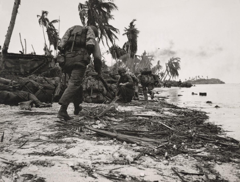 A Guam, le 21 juillet 1944. National Archives at College Park: 74250531.