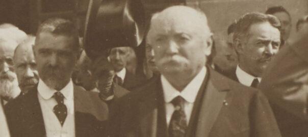 Jean Janvier lors de la venue à Rennes du maréchal Foch le 7 juillet 1921 (détail). Musée de Bretagne: 2005.0050.3.