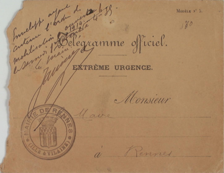Enveloppe ayant contenu le télégramme de mobilisation envoyé au maire de Rennes, Jean Janvier. Musée de Bretagne: 919.0010.1.