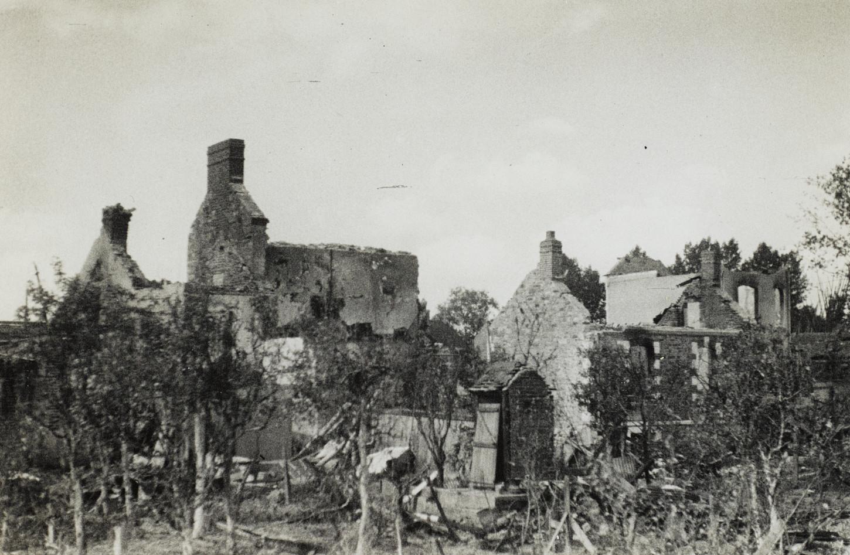 Plaine de Baud, à Rennes, maisons détruites par le bombardement du 17 juin 1940. Musée de Bretagne: 2008.0020.30.