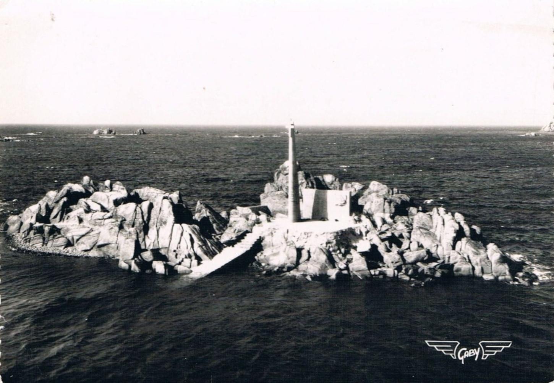 Monument aux Français libres de la pointe du Diben érigé par l'association Sao Breiz, carte postale. Collection particulière.