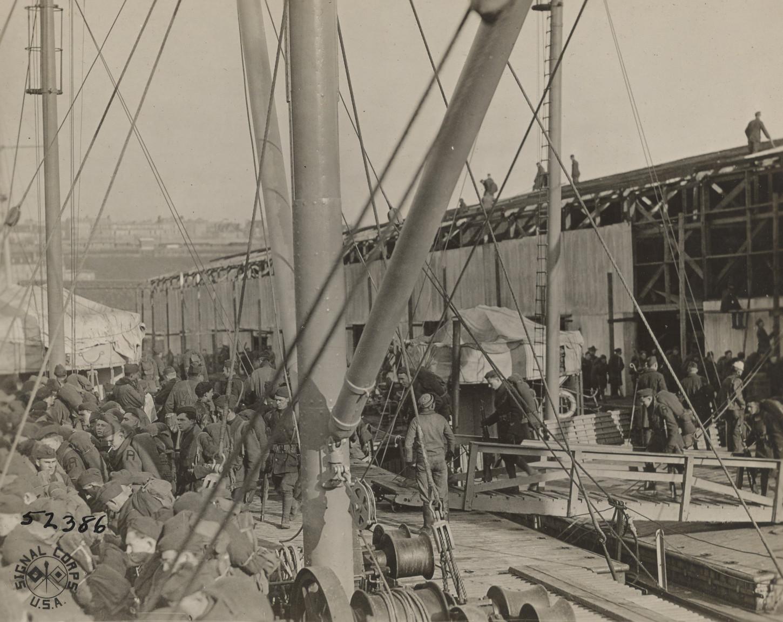 A Brest, scène de rembarquement, 25 janvier 1919. National Archives at College Park: 111-SC-52386.