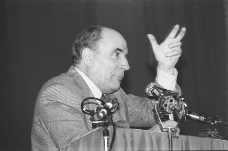 François Mitterrand lors d'une réunion électorale à Caen le 7 avril 1981. Cliché: Jacques Paillette, Wikicommons.