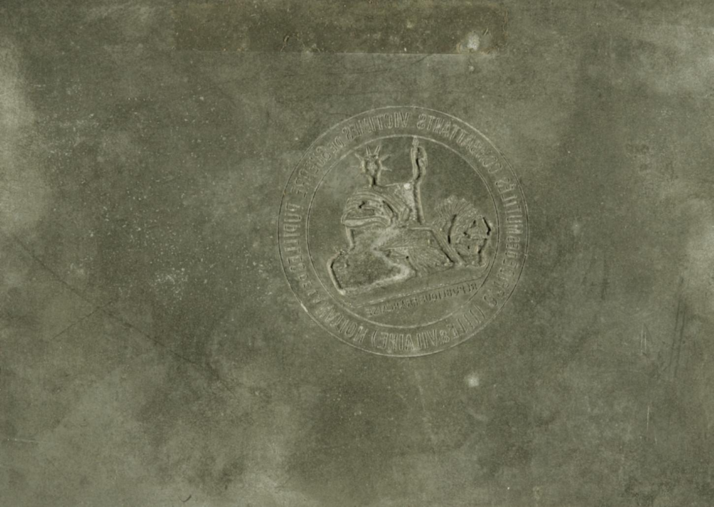 Plaque servant à la Résistance à fabriquer de faux cachet de l'Office département d 'Ille-et-Vilaine des mutilés, combattants et victimes de guerre. Musée de Bretagne: 2009.0023.3.