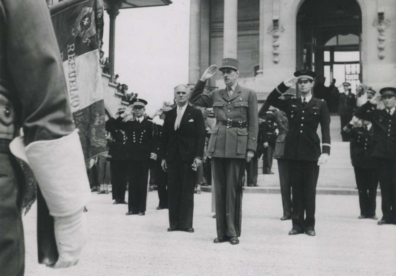 Charles Tillon, alors ministre de l'Armement, aux côtés du général de Gaulle, sans date. Collection particulière.