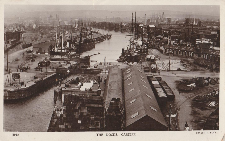 """Cardiff, l'une des escales régulières du """"Frank Delmas"""". Carte postale. Collection particulière."""