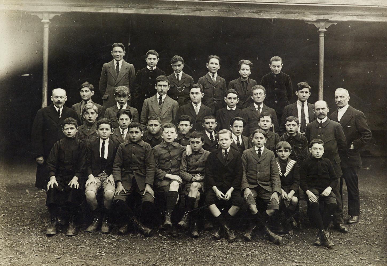 A Rennes, une classe de l'école de la rue d'Echange (1918, photographe anonyme). Musée de Bretagne : 977.0034.13.