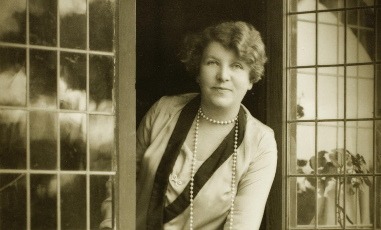 Portrait d'Ethel Tuner (1928) par Harold Cazneaux, détail. Wikicommons / National Portrait Gallery (Camberra).