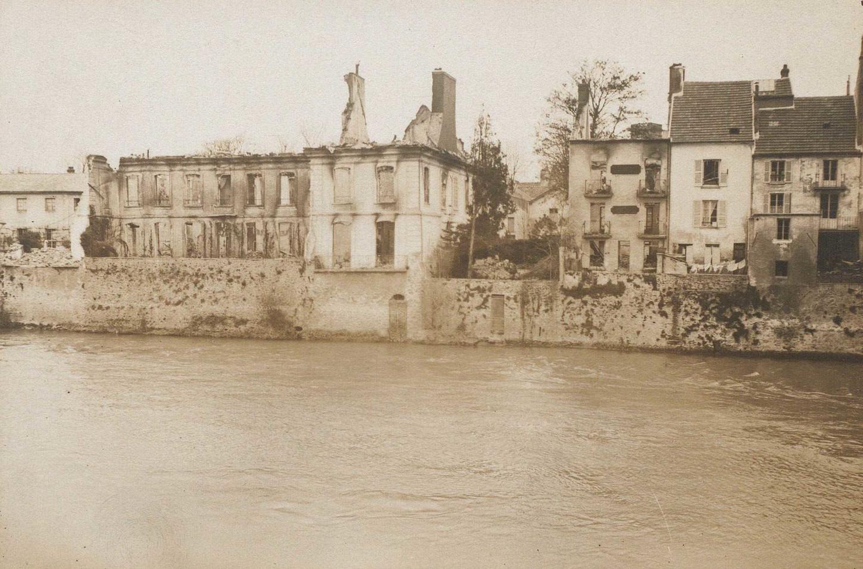 Vue de La Ferté-sous-Jouarre en septembre 1914. La Contemporaine : PH/COL/002/0038.