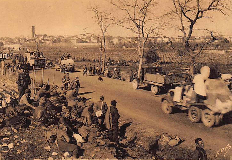 Réfugiés espagnols dans les environs d'Argelès, sans date. Carte postale, collection particulière.